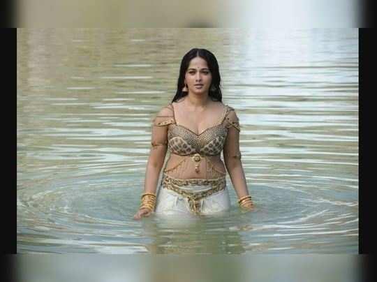 glamorous look of anushka shetty - I am Gujarat